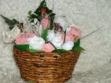 Košíček, plný růžiček