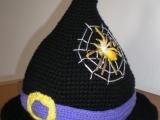 Háčkovaný čarodějnický klobouk
