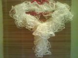 volánková šála bílá