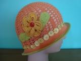 Háčkovaný letní klobouček oranžový