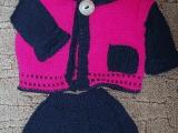 kostýmek pro malou parádnici s čepicí nebo kšiltovkou