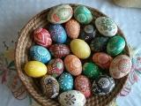 Velikonoční vejce malovaná včelím voskem