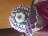 Letná čiapočka s kvetinkou