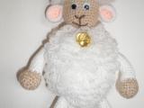 Háčkovaná závěsná ovečka