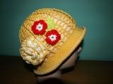 Háčkovaný letní klobouček žlutý