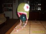 čepice s velkou kytkou