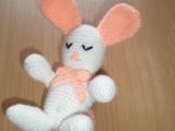 Háčkovaný spící králíček