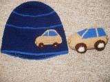 Čepice s autíčkem + autíčko