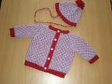 Pletený kojenecký svetřík s čepičkou