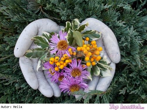 Květináč ve tvaru ruky