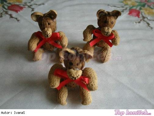 Výroba medvídků z oříšků