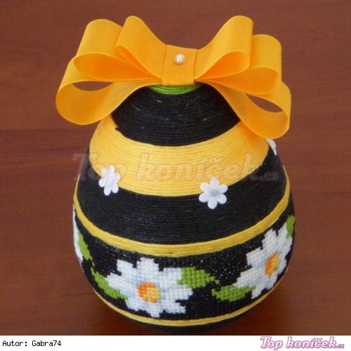 Bavlnková kraslice s křížkovou výšivkou