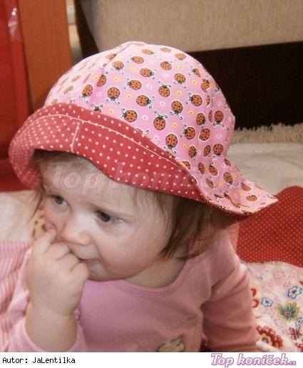 Beruškový klobouček na léto