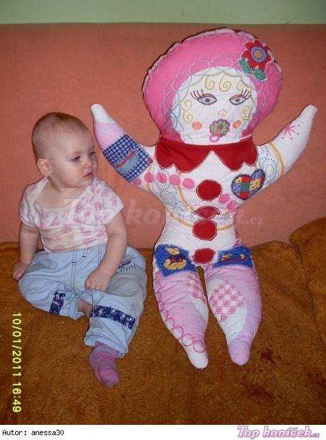 ušitá veliká panenka na válení